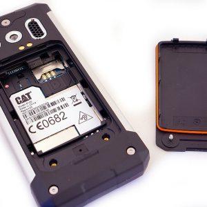 cat b100 image showing inside of the handset