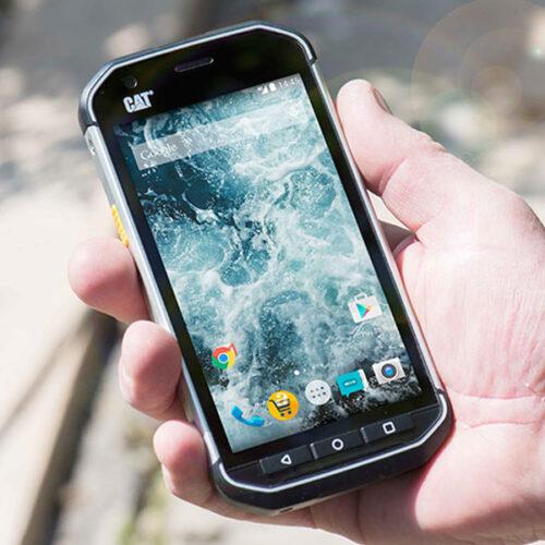 CAT S40 smartphone has a super bright display