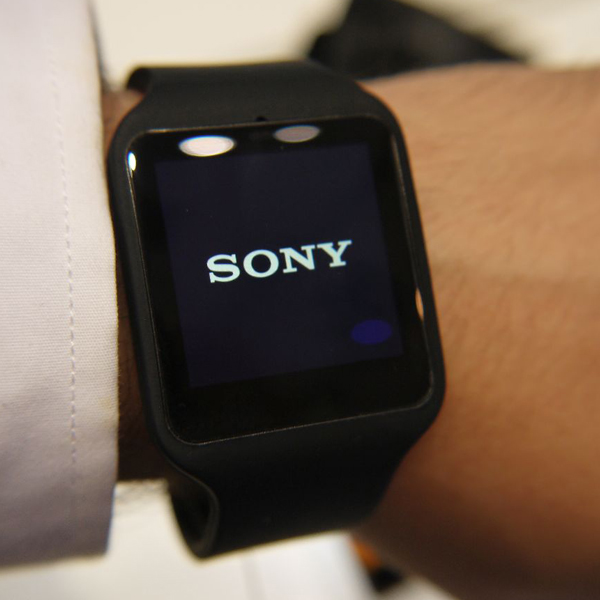 sony smartwatch 3 black waterproof smartwatch ip68. Black Bedroom Furniture Sets. Home Design Ideas